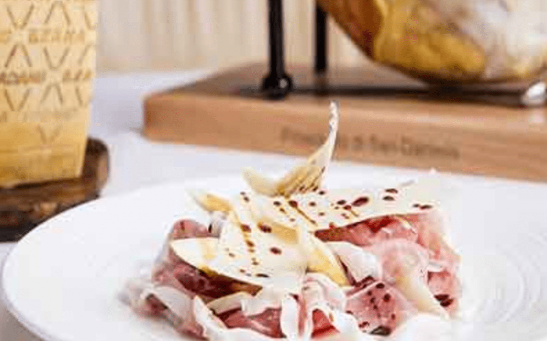 Pear, Grana Padano & Prosciutto Salad